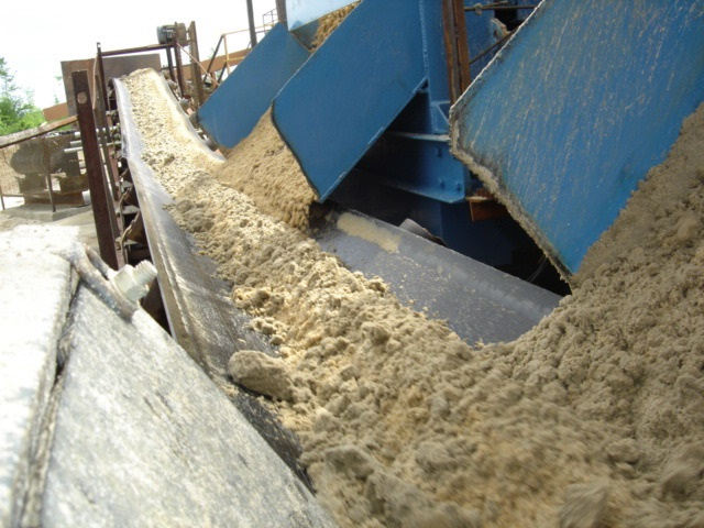 dryness of sand after dewatering screen